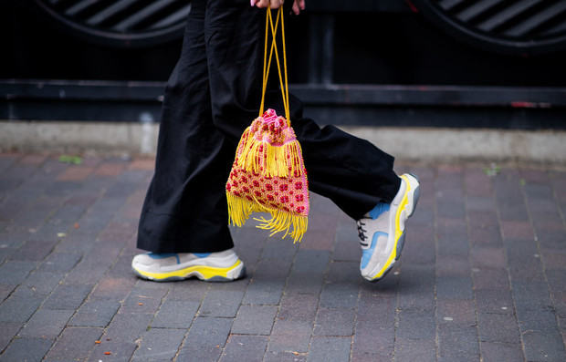 12 сумок-мешочек, модные в этом сезоне (фото 3)