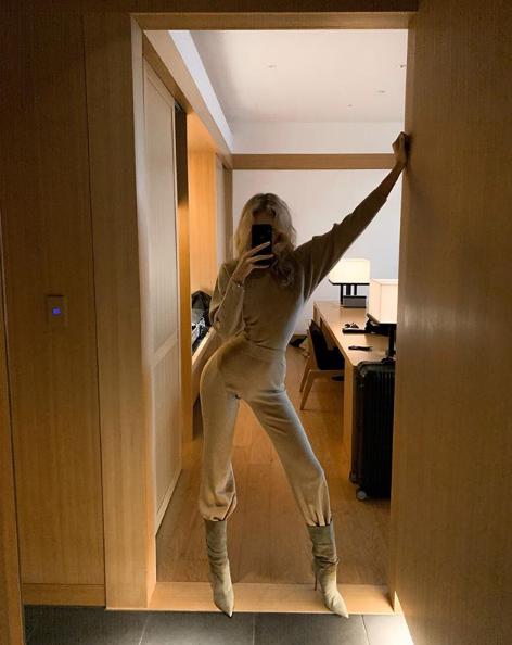 Главная покупка этой зимы: трикотажный костюм, как у Эльзы Хоск (фото 1)