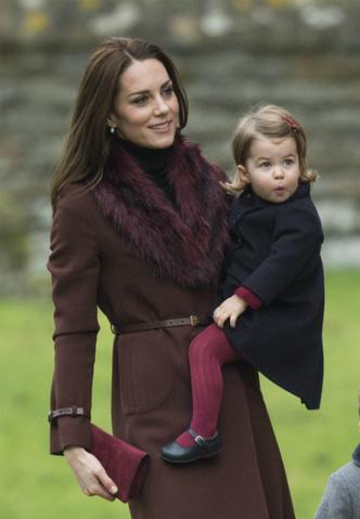 Кейт Миддлтон и принцесса Шарлотта на рождественской службе