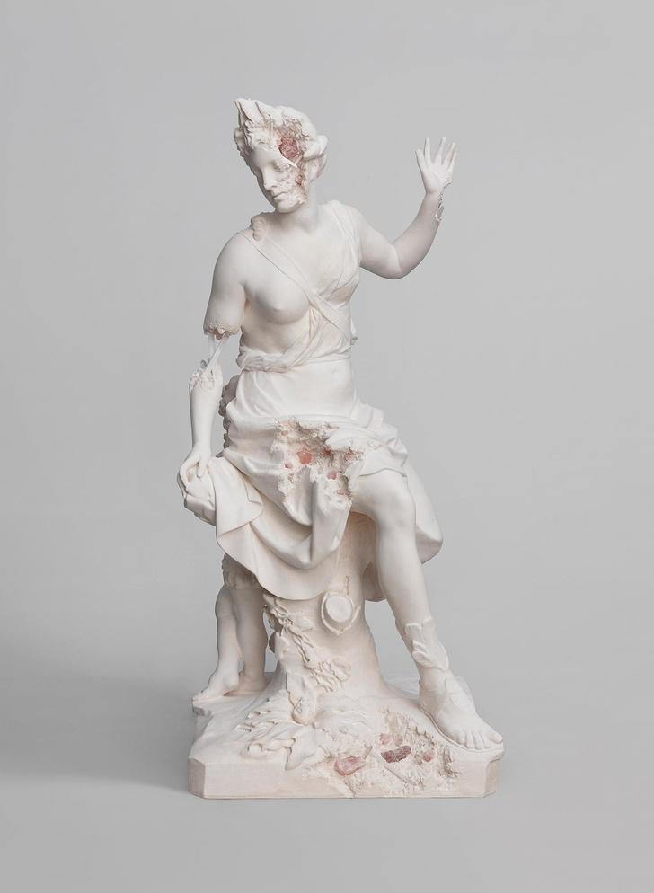 Античные скульптуры на выставке Дэниела Аршама в Париже (фото 4)