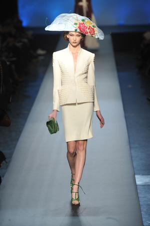 Показ Jean Paul Gaultier коллекции сезона Весна-лето 2010 года Haute couture - www.elle.ru - Подиум - фото 139039