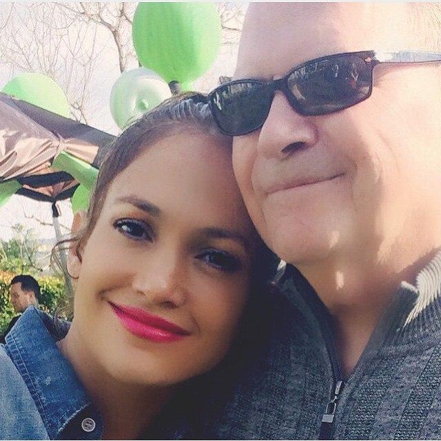Дженнифер Лопес с отцом: фото 2015