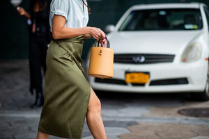 Сумка-ведро: история модного аксессуара (фото 2.2)