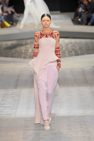 Показ Givenchy коллекции сезона Осень-зима 2009-2010 года Haute couture - www.elle.ru - Подиум - фото 87743