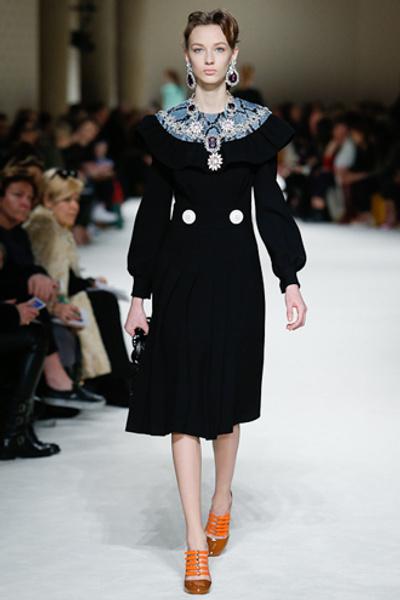 Неделя моды в Париже: показ Miu Miu pret-a-porter осень-зима 2015/16 | галерея [1] фото [1]