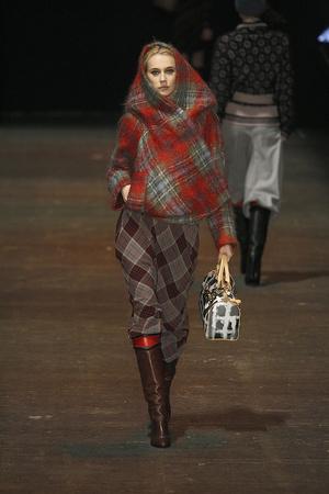 Показ Vivienne Westwood Red Label коллекции сезона Осень-зима 2009-2010 года Prêt-à-porter - www.elle.ru - Подиум - фото 94043