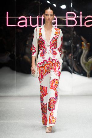 Показ Laura Biagiotti коллекции сезона Весна-лето 2013 года prêt-à-porter - www.elle.ru - Подиум - фото 443508