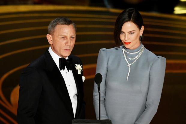 Общество красных конвертов: образы ведущих на «Оскаре-2019» (фото 8)