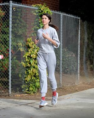Маргарет Куэлли выходит из дома только для пробежки и кофе (фото 0.1)