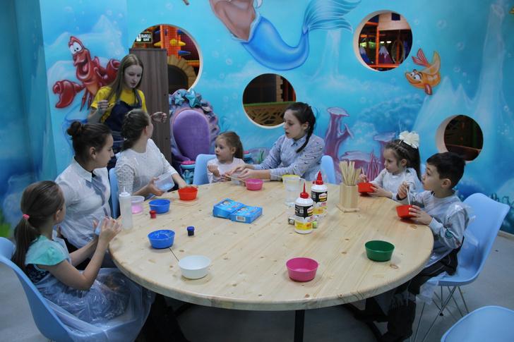 Детская новогодняя елка Hearst Shkulev Group (фото 2)