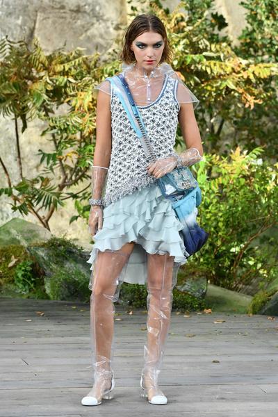 Как прошел показ Chanel на фоне водопадов | галерея [1] фото [41]