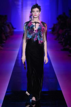 Показ Armani Privé  коллекции сезона Осень-зима 2015-2016 года Haute couture - www.elle.ru - Подиум - фото 597020