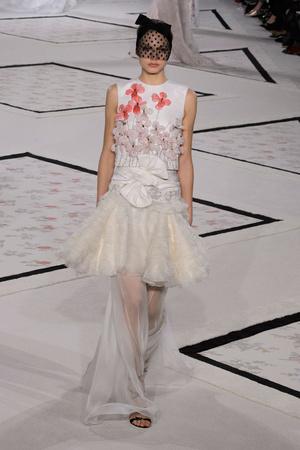 Показ Giambattista Valli коллекции сезона Весна-лето 2015 года Haute couture - www.elle.ru - Подиум - фото 592921