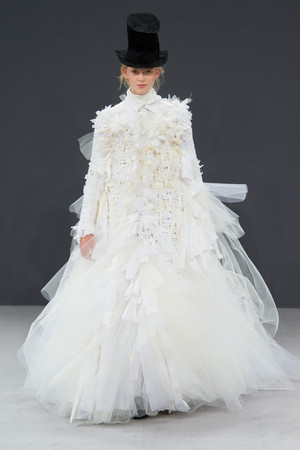 Показ Viktor & Rolf коллекции сезона Осень-зима 2016-2017 года haute couture - www.elle.ru - Подиум - фото 607426