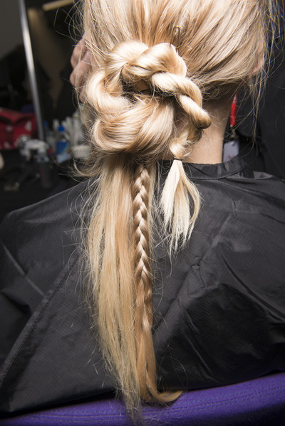 8 бьюти-трендов весна-лето 2018: волосы (галерея 13, фото 1)