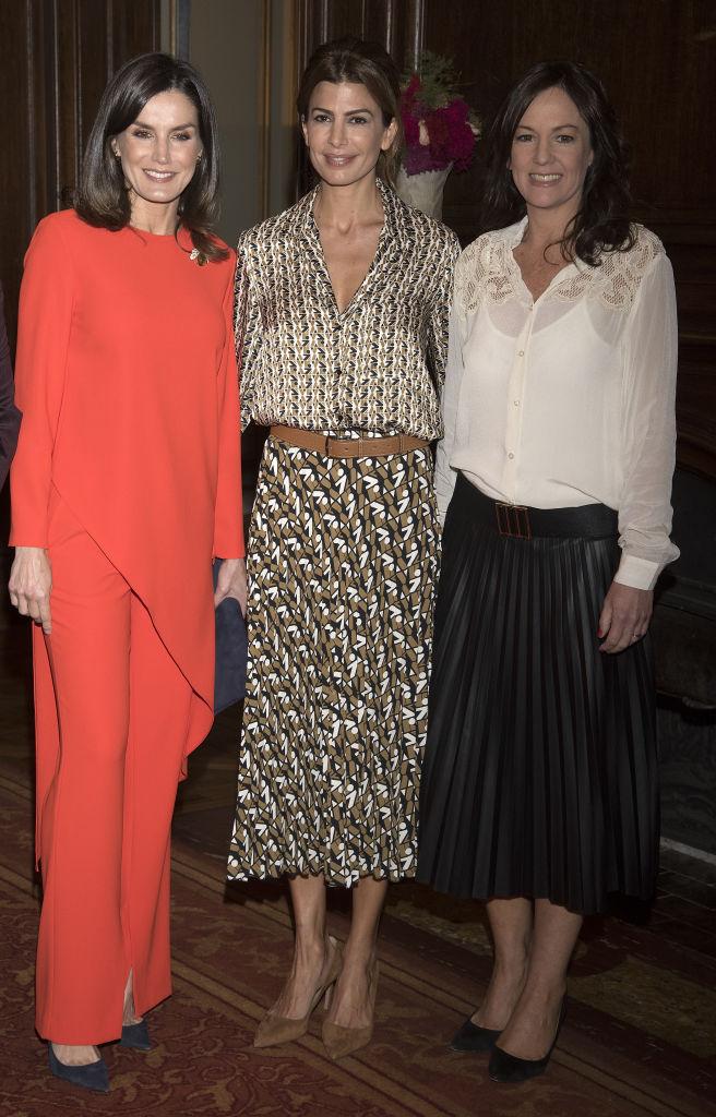Шелковая «двойка» Zara на королевском приеме: самая стильная первая леди в мире (фото 1)
