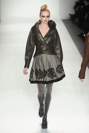 Показы мод Venexiana Осень-зима 2011-2012 | Подиум на ELLE - Подиум - фото 2352