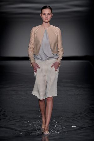 Показ Maison Rabih коллекции сезона Осень-зима 2011-2012 года Haute couture - www.elle.ru - Подиум - фото 277863