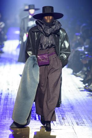 Показ Marc Jacobs коллекции сезона осень-зима  2018-2019 года Prêt-à-porter - www.elle.ru - Подиум - фото 688611
