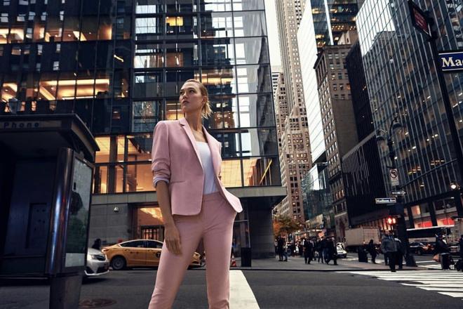 От королевы Рании до Кендалл Дженнер: 12 лучших розовых образов недели (фото 9)