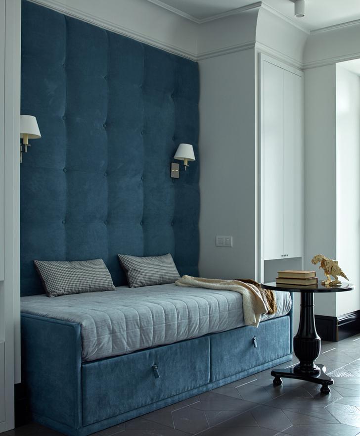 Жемчужно-голубая квартира для семьи из трех поколений фото [12]