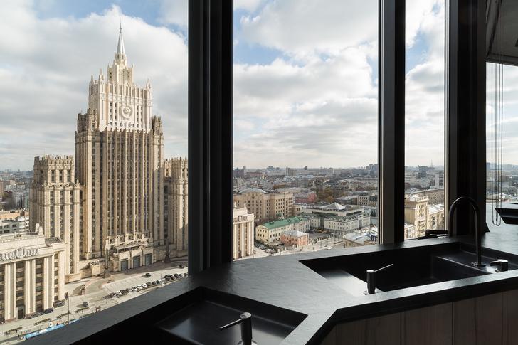 Минималистичный отель AZIMUTH Lounge с видом на Москва реку (фото 6)