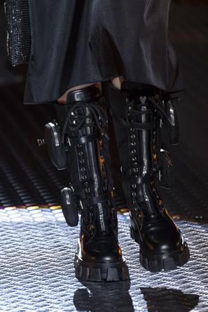 Карго и армейские ботинки: элементы военной формы в новых коллекциях (фото 9.2)
