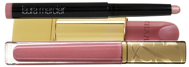 Тени Caviar Stick Eye Colour, Pink Opal, Laura Mercier; помада Rouge Allure, 217, Chanel; блеск Pure Color High Intensity, Vinyl Rose, Estée Lauder