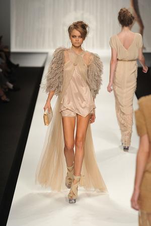 Показы мод Fendi Весна-лето 2010 | Подиум на ELLE - Подиум - фото 2979
