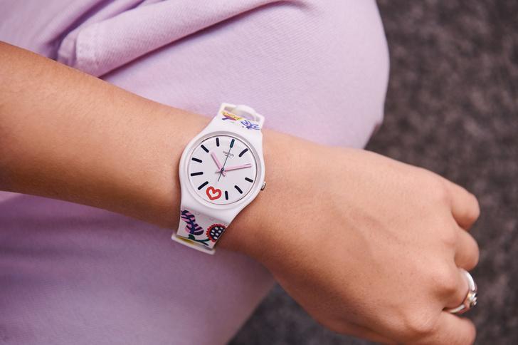 Таинственный сад: часы Swatch, на которых распустились прекрасные цветы (фото 1)