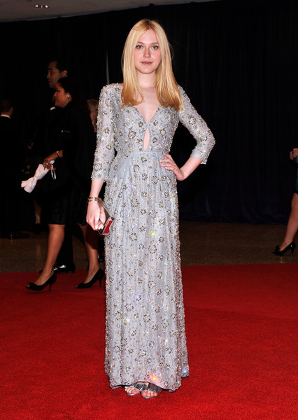 Дакота Феннинг в платье Prada