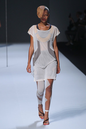 Показы мод Issey Miyake Весна-лето 2012 | Подиум на ELLE - Подиум - фото 1797