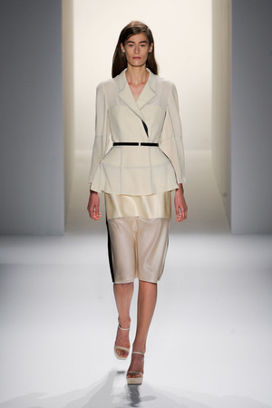Показ Calvin Klein Collection коллекции сезона Весна-лето 2013 года prêt-à-porter - www.elle.ru - Подиум - фото 423610