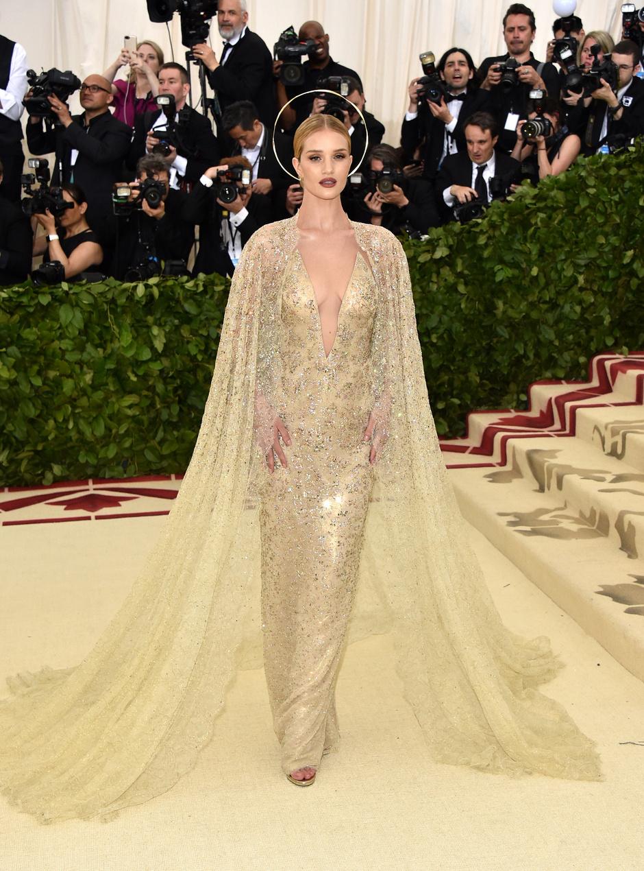 049e34ff25e8 Met Gala 2018  самые красивые платья звезд   Звездный стиль на www.elle.ru
