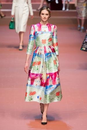 Показ Dolce & Gabbana коллекции сезона Осень-зима 2015-2016 года Prêt-à-porter - www.elle.ru - Подиум - фото 594887