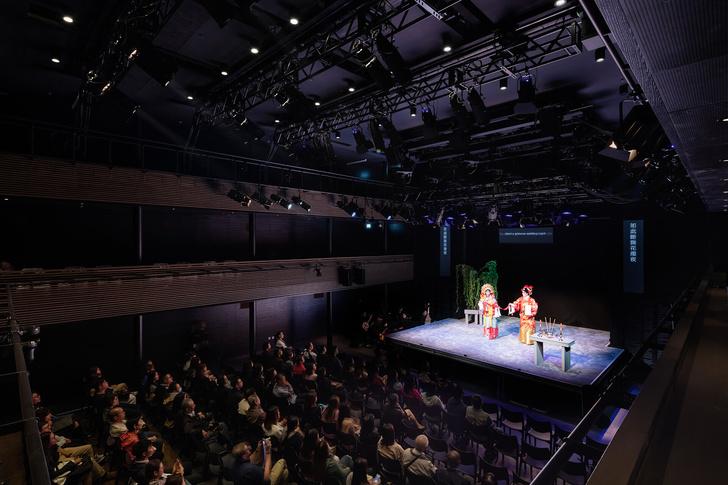 Футуристичный театр оперы в Гонконге (фото 11)