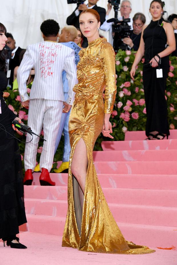 Никаких «голых» платьев, только роскошь: все супермодели на Met Gala (фото 15)