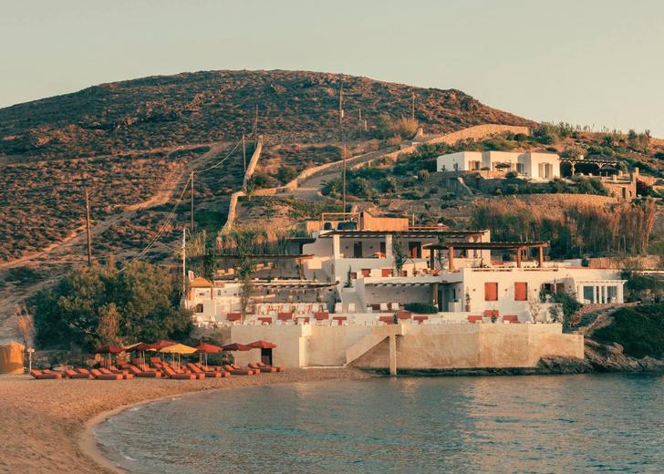 Охра и шафран: ресторан на Миконосе в ретро-гамме (фото 0)