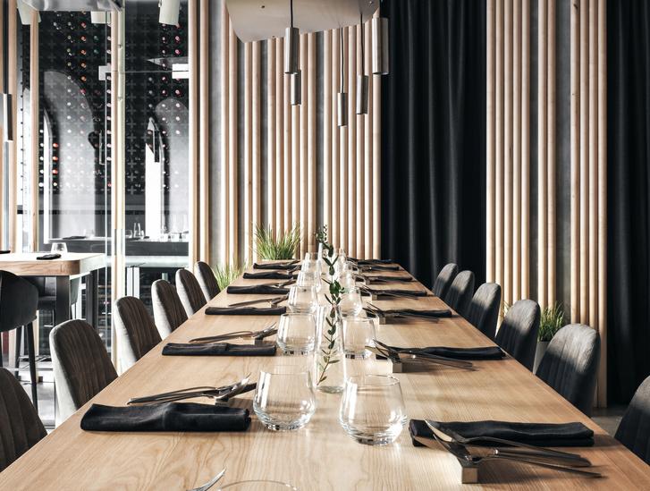Монохромный ресторан BIRCH в Санкт-Петербурге (фото 12)