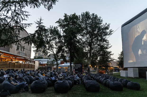 Сад «Эрмитаж», Парк Горького, ВДНХ и другие места, где можно смотреть кино под открытым небом (фото 2)