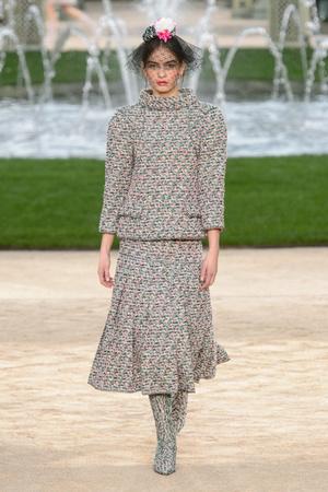 Показ Chanel коллекции сезона Весна-лето 2018 года Haute couture - www.elle.ru - Подиум - фото 674031