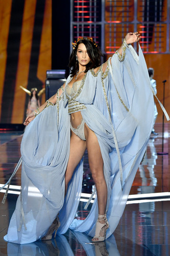 Белла Хадид на шоу Victoria's Secret (фото 2)