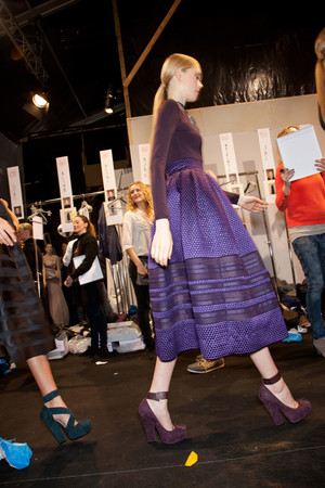 Показ Christian Dior коллекции сезона Осень-зима 2012-2013 года prêt-à-porter - www.elle.ru - Подиум - фото 379142