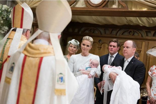 Фото дня: князь и княгиня Монако на крещении близнецов (фото 12)