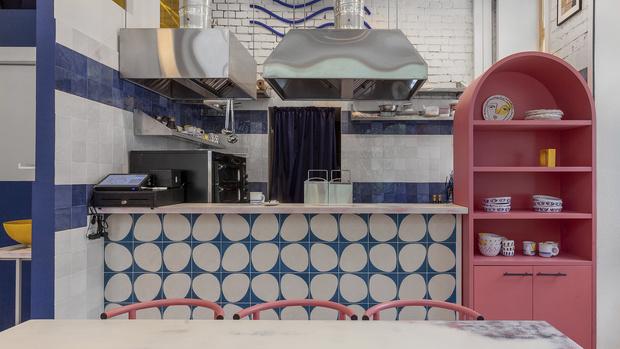 «Абу Гош»: яркая хумусия на 22 м² в Москве (фото 6)