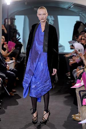 Показ Atelier Gustavo Lins коллекции сезона Осень-зима 2011-2012 года haute couture - www.elle.ru - Подиум - фото 278115