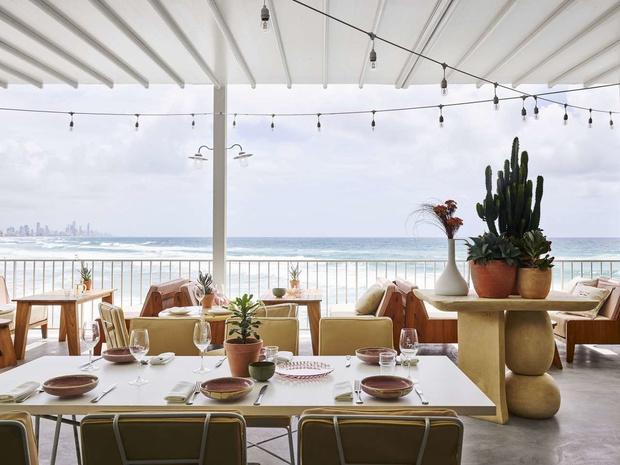 Пляжный клуб на берегу океана в Австралии (фото 16)