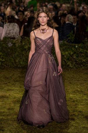 Показ Christian Dior коллекции сезона Весна-лето  2017 года Haute couture - www.elle.ru - Подиум - фото 616262