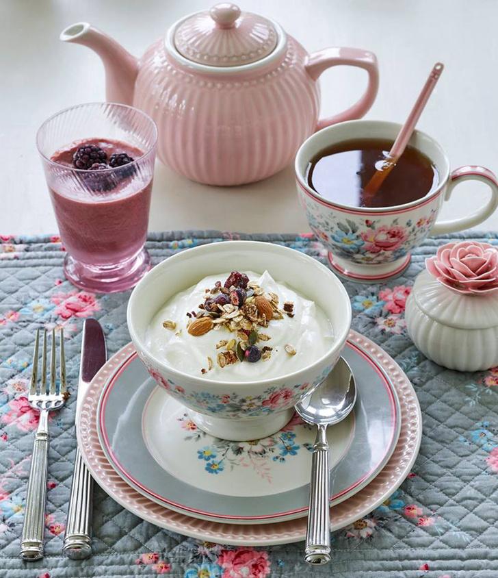 Брызги шампанского, чай, кофе, потанцуем! Три способа отметить 8 марта красиво (фото 2)