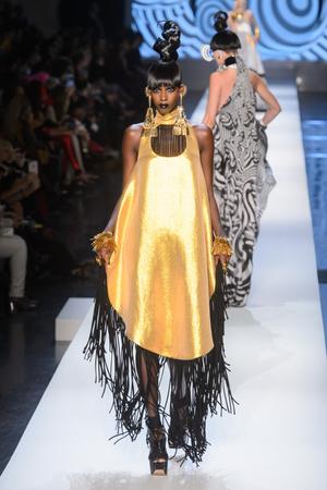 Показ Jean Paul Gaultier коллекции сезона Весна-лето 2018 года Haute couture - www.elle.ru - Подиум - фото 677021